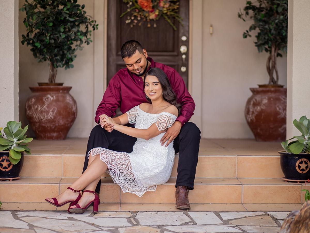 engagement photo shoot sitting pose