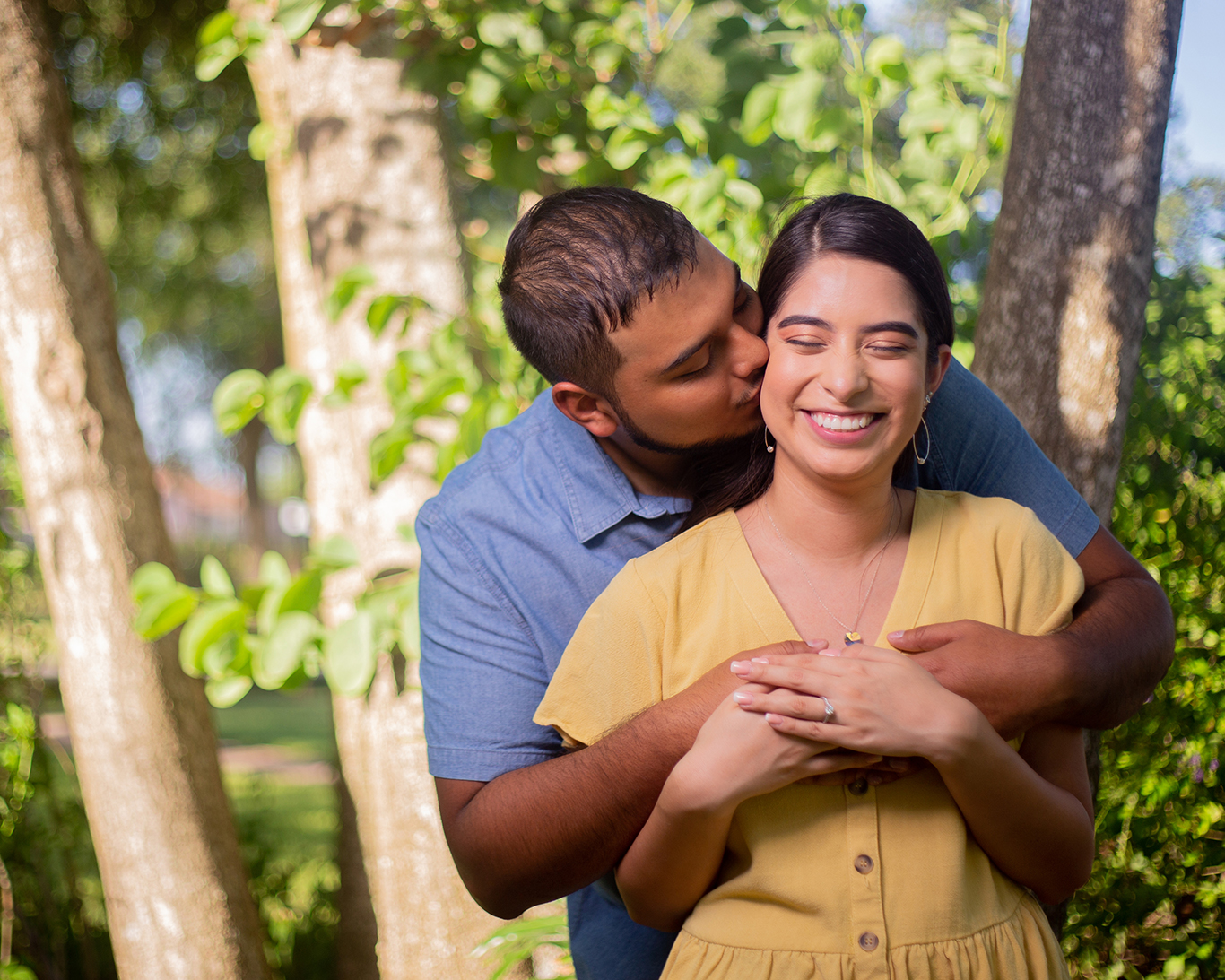 outdoor engagement photo shoot